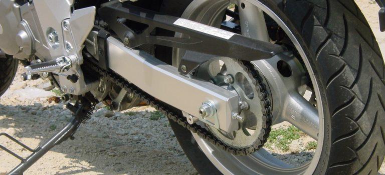 Przygotowujemy motocykl na kolejny sezon – kilka słów na temat łańcucha motocyklowego