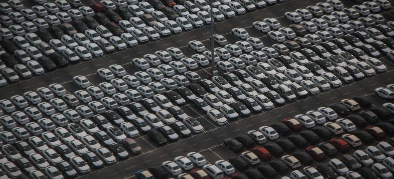 Powody, dla których warto przyjechać na lotnisko własnym samochodem